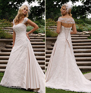 Stunning 'Essense of Australia' D737 designer wedding dress – size 10